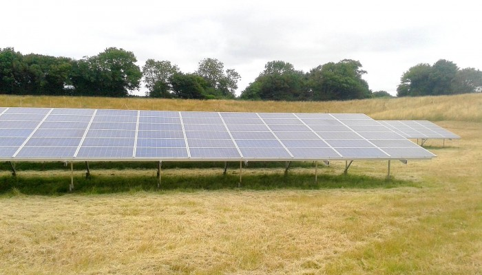 A set of solar panels near Cambridge working at full capacity thanks to a good cleaning